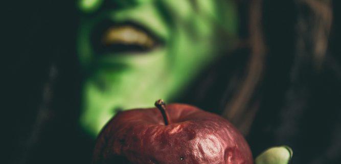 The poisined Apple